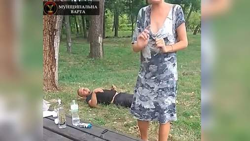 Пара занималась сексом в парке Киева: видео