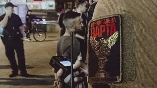 Іноземці сильно побили чоловіка в центрі Києва: фото 18+