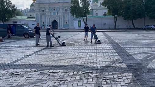 Дрифт із Alyona Alyona на Софійській площі: відмивають бруківку та підрахують збитки – відео