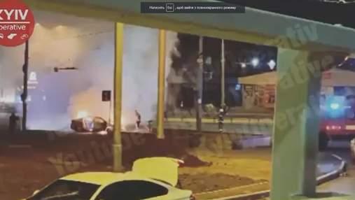 Неожиданно вспыхнул легковушка на Проспекте победы в Киеве: видео