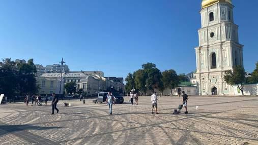 Софійську площу прибирають від наслідків дрифту Red Bull: фото, відео