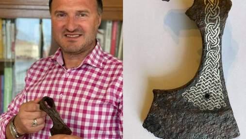 """Унікальна знахідка: львів'янин викупив у """"чорних археологів"""" 1000-літню сокиру і передав у музей"""