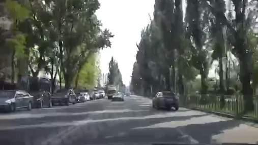 В Киеве таксист Bolt гонял по встречке через двойную сплошную: эпическое видео