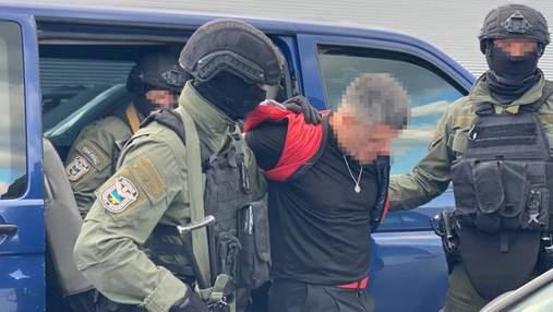 В Киеве спецназовцы задержали фаната Путина, который находился в международном розыске