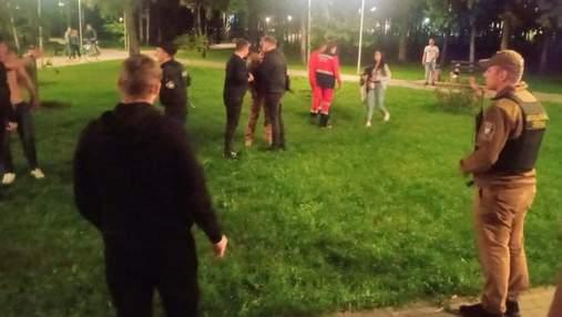 В киевском парке две компании, которые дрались между собой, набросились на Муниципальную охрану