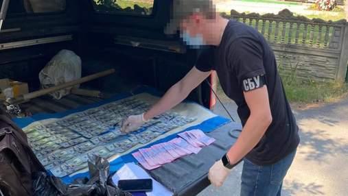 СБУ викрила посадовців, які вимагали до 50 тисяч доларів за місце на київських кладовищах