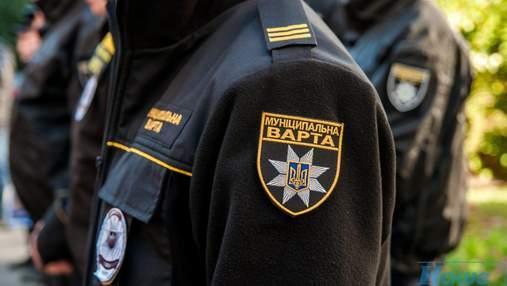 Незнайомець вдарив ножем відпочивальника під час сварки в Києві