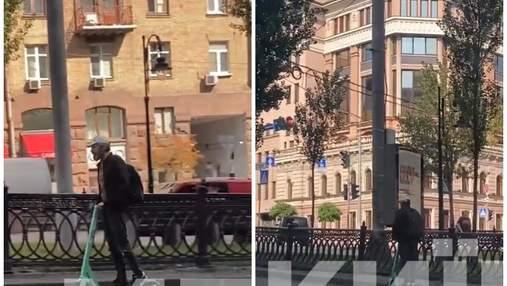 Захотел экстрима: в Киеве мужчина на электросамокате ехал по встречной полосе – видео момента