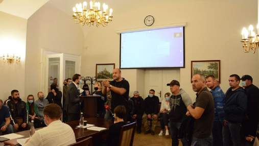 Во Львове псевдоактивисты сорвали заседание исполкома горсовета: видео с места происшествия