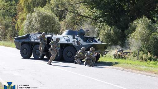Військові провели масштабні навчання поблизу кордонів з Росією – потужне відео