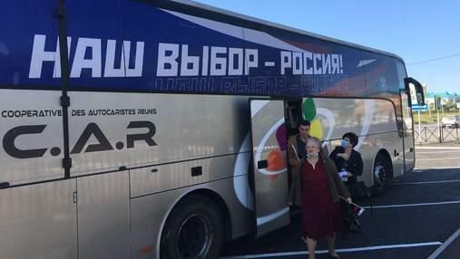"""Только за день оккупанты вывезли из Донецка в Россию 6 автобусов с """"избирателями"""""""