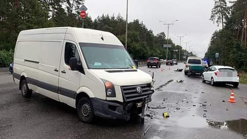 Поспішав на світлофорі й забрав життя: деталі загибелі дівчини на зупинці в Києві