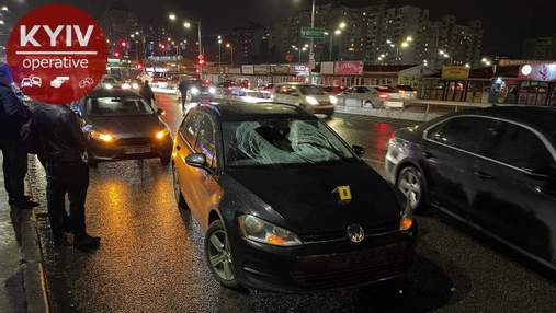 У Києві чоловік перестрибнув через відбійник і загинув під колесами авто