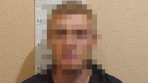 В Киеве мужчина ворвался в салон красоты и пытался украсть ноутбук