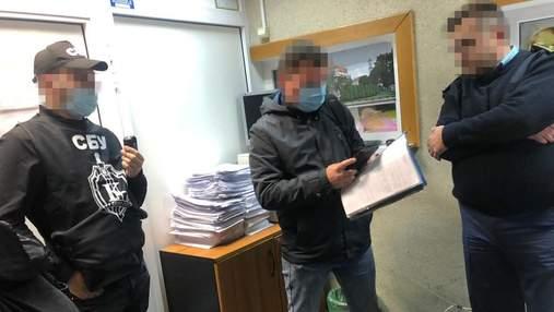 """СБУ задержала таможенников, организовавших новую схему крышевания контрабанды в """"Борисполе"""""""