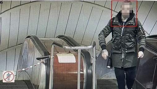 У метро Києва іноземець розмахував пістолетом і вдарив пасажирку
