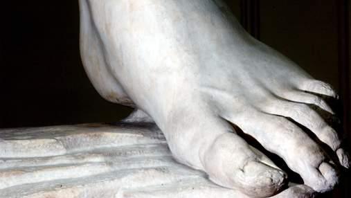 Может спасти жизнь: врач рассказал, почему запах от ног – это хорошо