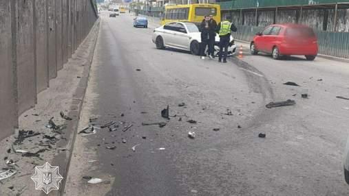 В Киеве на Лыбедской иностранец на элитной BMW влетел в бетонную стену