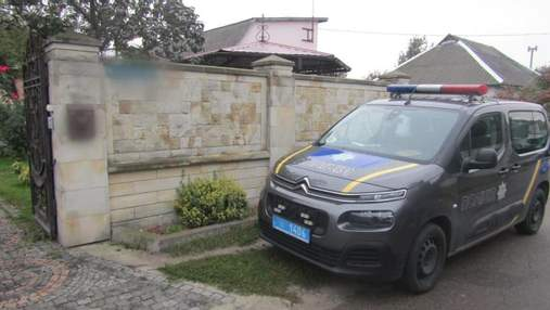 На Київщині невідомі напали на пенсіонерів та пограбували їхній будинок