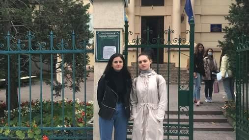 Сердце остановилось дважды за 10 минут: львовские студентки спасли жизнь пассажиру трамвая