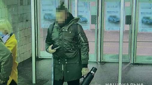 В Киеве взяли под стражу иностранца, который размахивал пистолетом и ударил женщину в метро