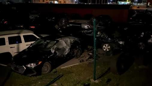 В Киеве пьяная женщина на Range Rover влетела в парковку и перевернулась: эпическое видео