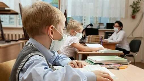 Одеситка скаржиться, що в учнів болить голова через вакциновану вчительку: її висміяли в мережі