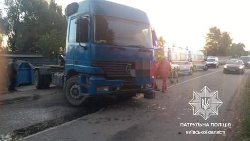 У Козині легковик влетів у вантажівку: є загиблі та потерпілі – фото та відео з місця трагедії