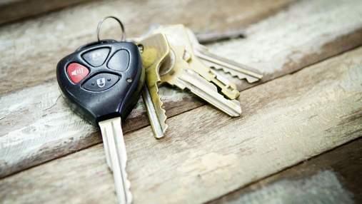 На Солом'янці сусіди допомогли жінці спіймати крадія авто