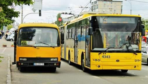 Киевские контролеры заставили подростка оплатить им штраф переводом денег на их карту