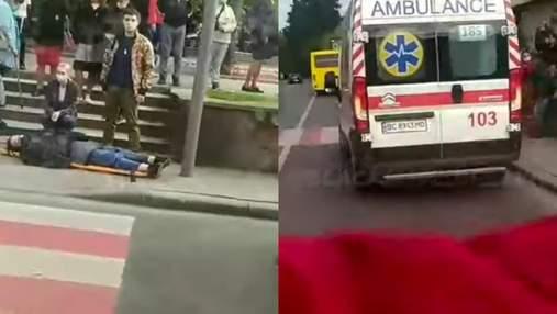 В центре Львова девушка потеряла сознание после вакцинации: видео с места происшествия