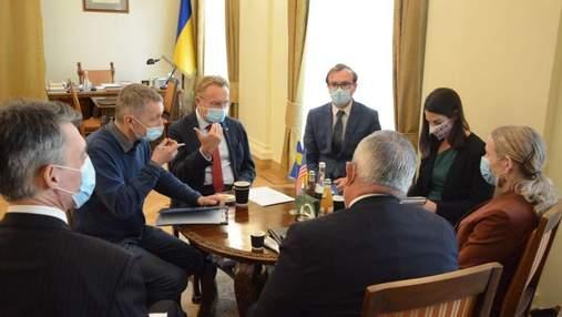 Садовый встретился с представителями Госдепа и Посольства США: о чем говорили