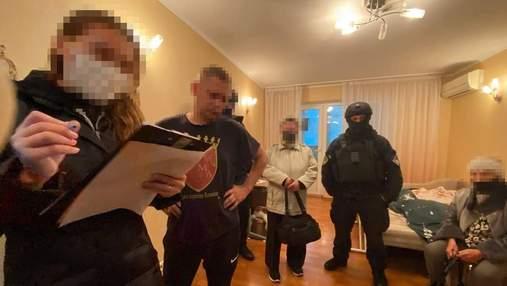 У Києві спіймали адвоката та працівника страхової, які сколотили банду колекторів