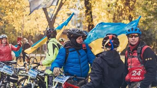 В Киеве состоялся велопробег ко Дню защитника: яркие фото