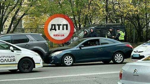 В Киеве дерзкие водители устроили гонки с полицией и спровоцировали две аварии – кадры ДТП