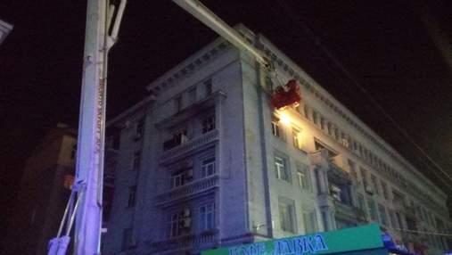 На Политехе ночью вспыхнула квартира многоэтажки: есть погибший – кадры с места трагедии