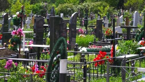 В Кривом Роге сын 4 года ищет могилу отца, которого похоронили как неизвестного