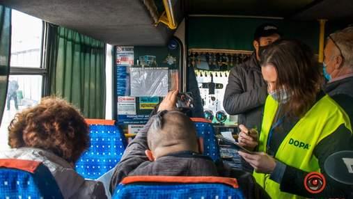 Пришлось высаживать пассажиров: начали проверять сертификаты вакцинации в автобусах Днепра