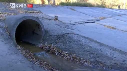 У ставки на Голосіївщині у Києві невідомі зливають нечистоти