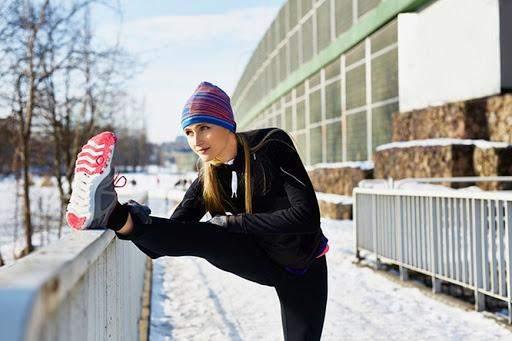 Выполняя упражнения на улице, вы закаляете тело