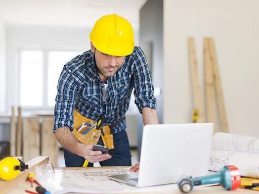 Фахівці у сфері ремонту часто мають багато замовлень, тому до них потрібно займати чергу