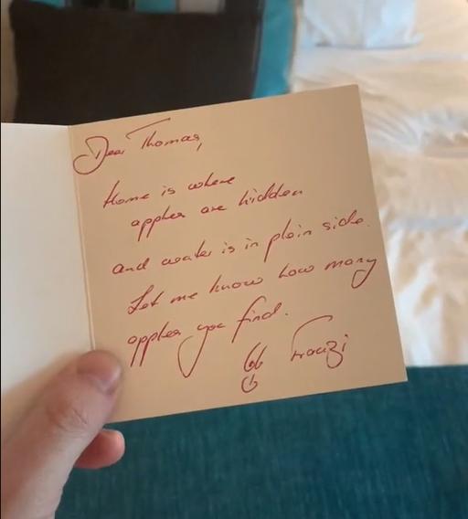 У готелі відвідувачу написали милу записку