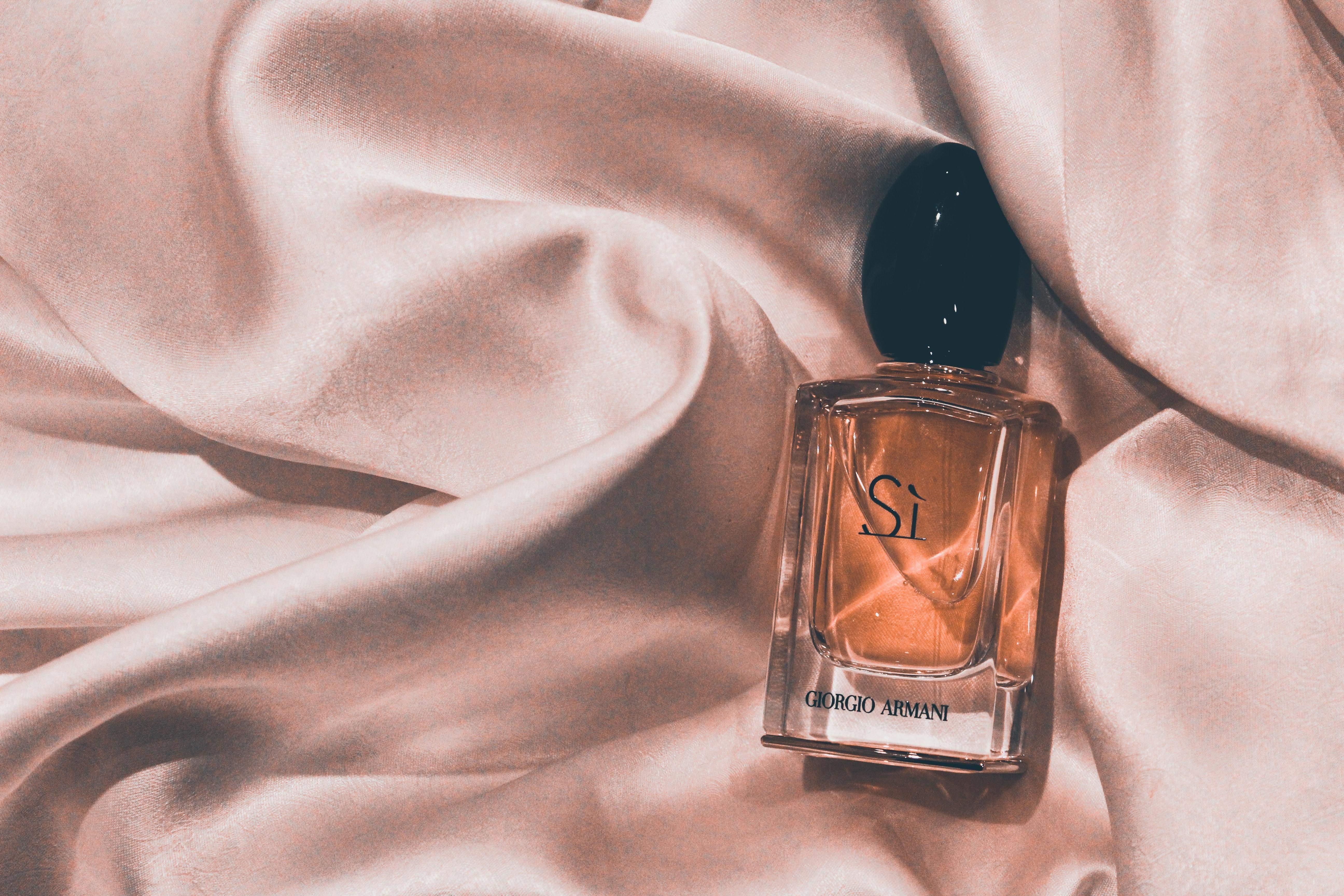 Як наносити парфуми