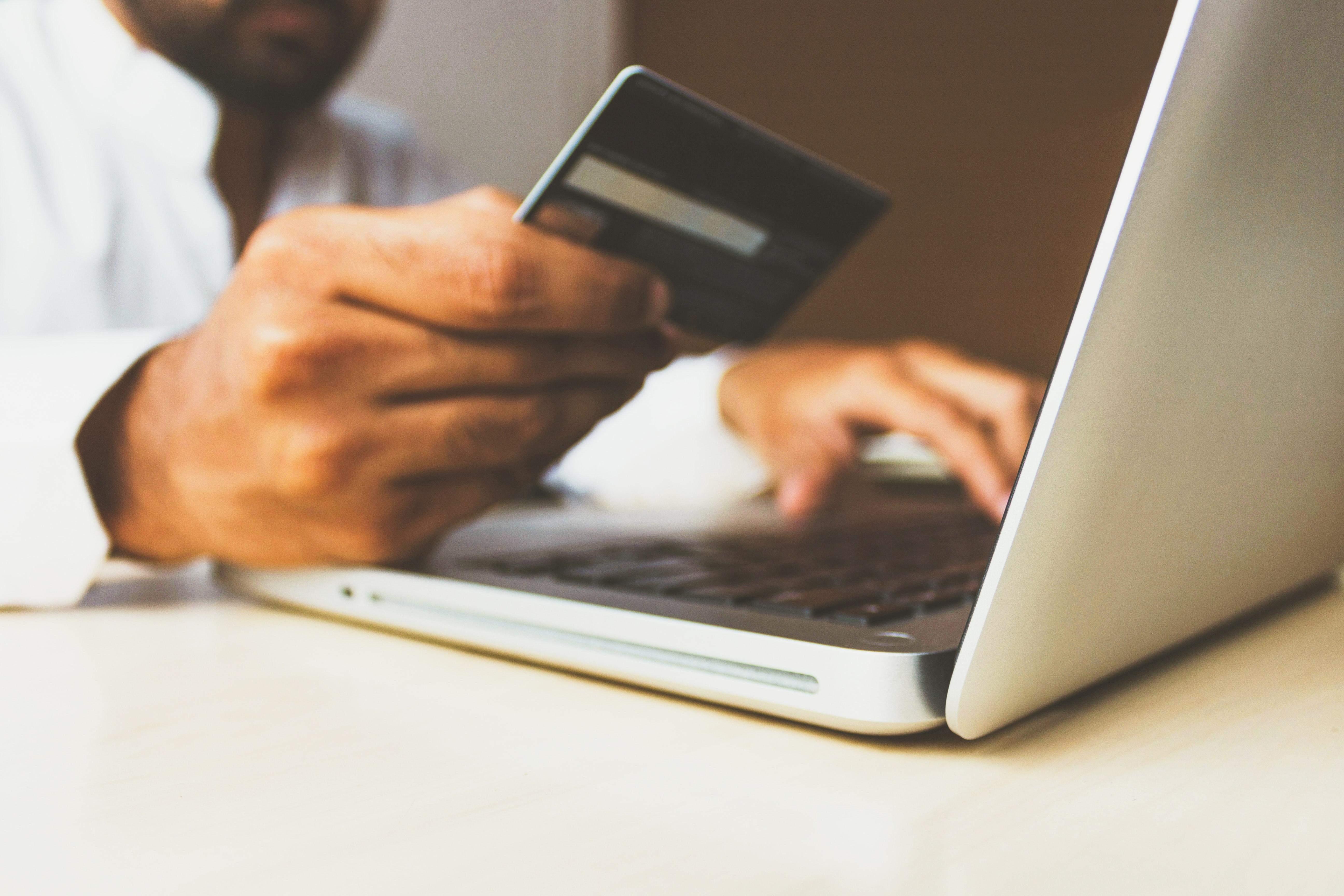 Дистанційні оплати вважаються банківськими операціями