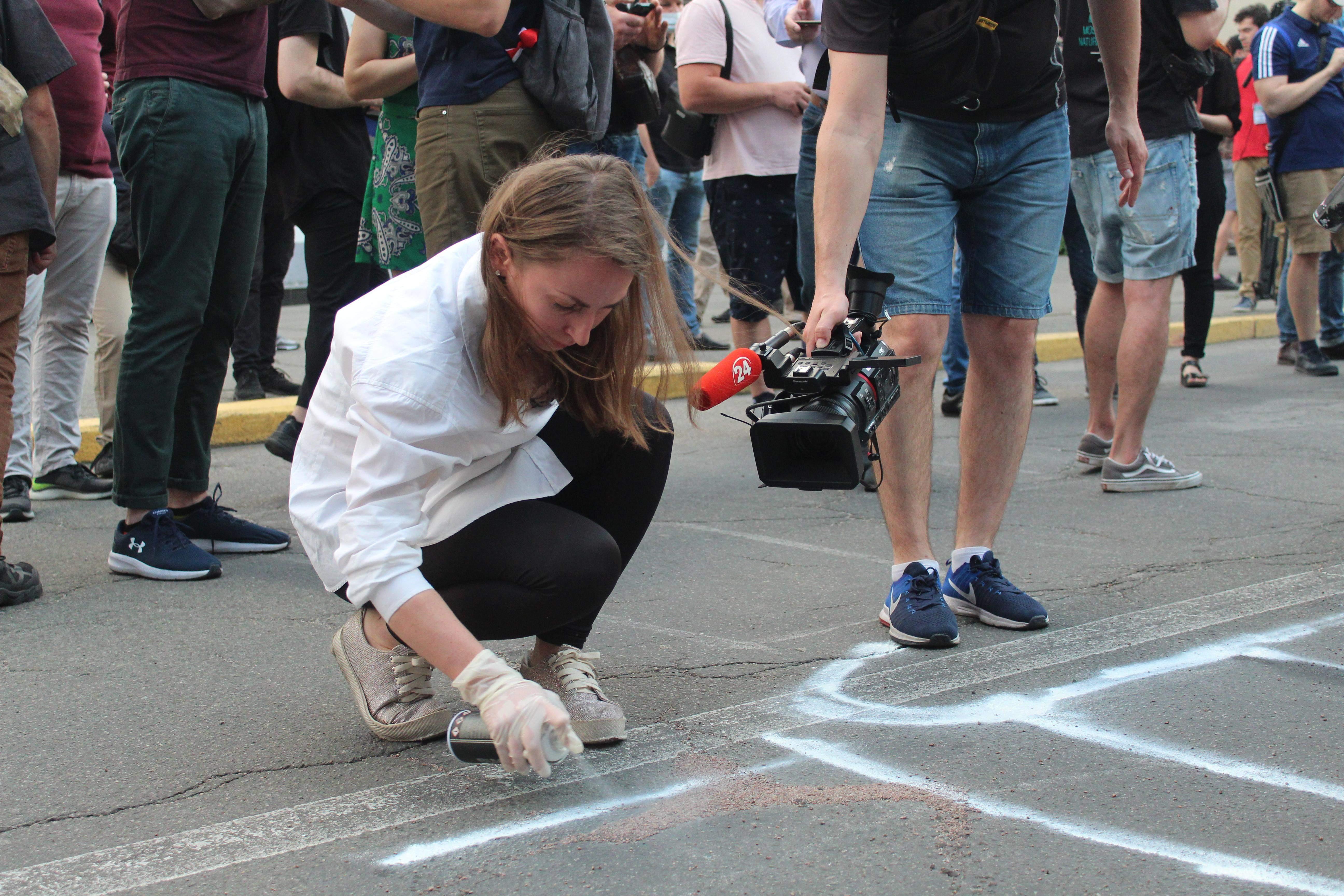 Активісти заоишили написи під будівлею МВС