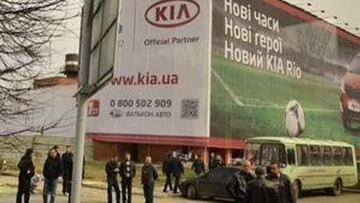 Обрушившийся львовский отель скрыли от Президента баннером