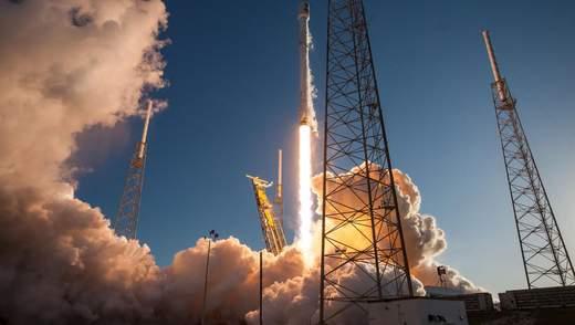 SpaceX запустила Falcon 9 з сімома супутниками: фото та відео