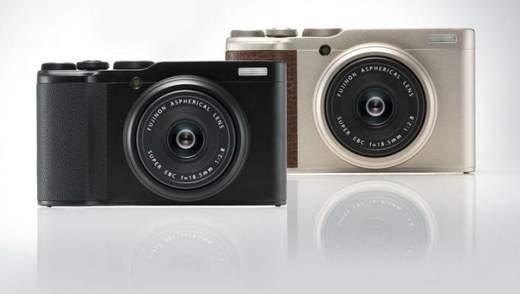 Карманная камера Fujifilm XF10, имеющая сенсорный экран