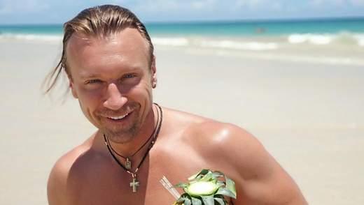Олег Винник покорил волны на доске для серфинга: эффектное видео