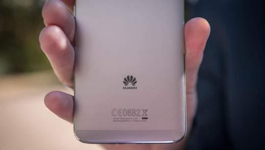 """Смартфон Huawei Mate 20 """"засвітився"""" в руках співробітника компанії"""